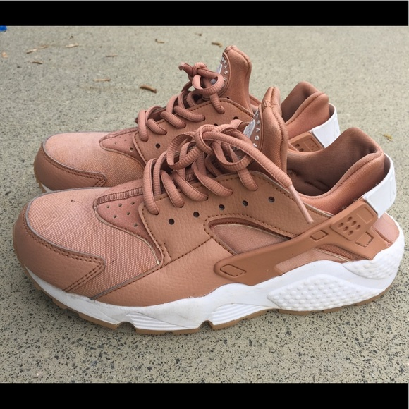 new arrival 3a804 6bc0f Coral Huarache Nike Shoes 8 pink, rose gold